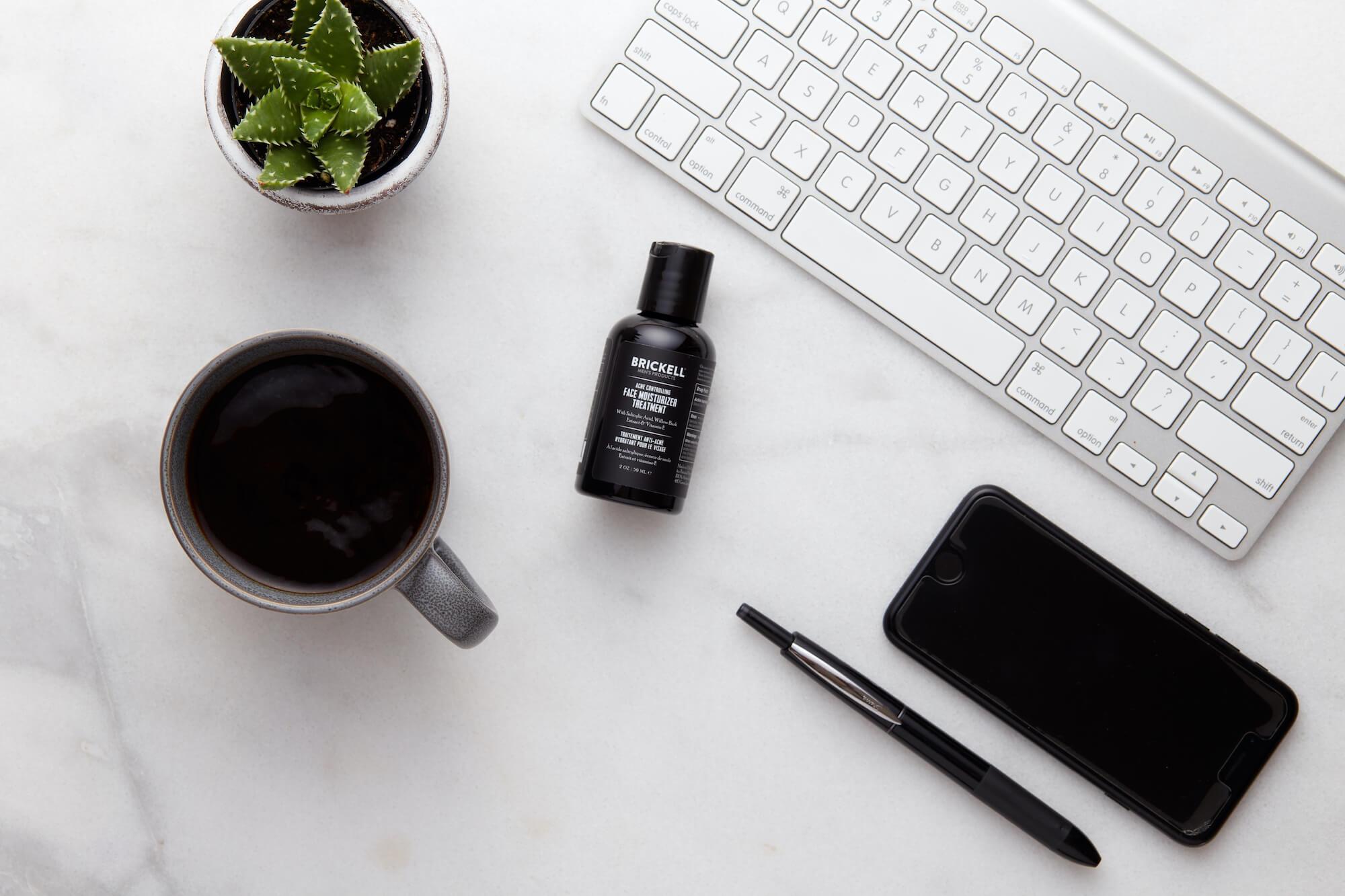 hydratant pour le visage contre l'acné pour hommes