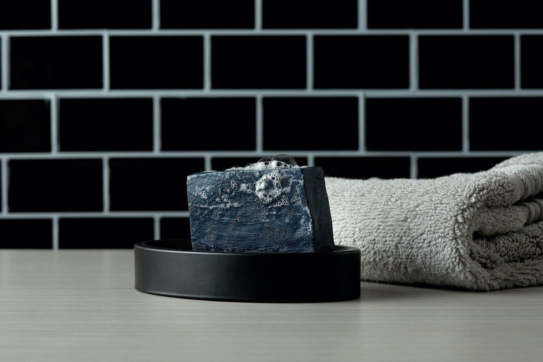 barre de savon au charbon